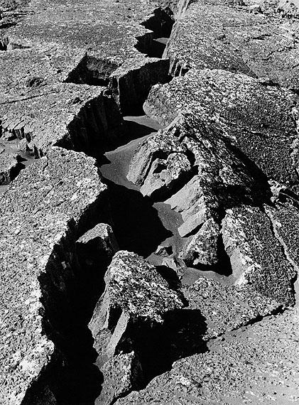 Alfred Ehrhardtohne Titel (Lavaspalte), 1938-3924,0 x 18,2 cmVintage, Gelatinesilberabzug© VG Bild-Kunst 2011
