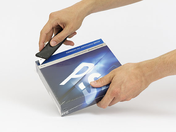 Adrian Sauer,  Unboxing Photoshop #5, 2011, 30 x 40 cm, Digitaler C-Print