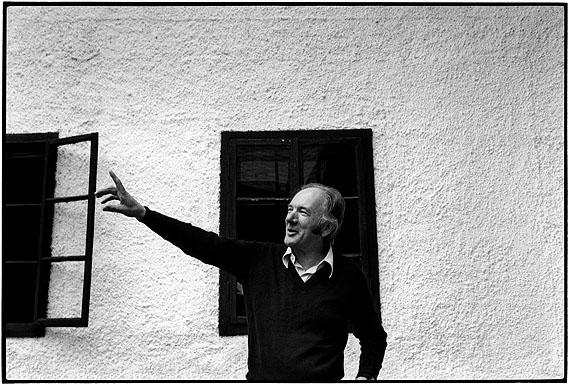 Thomas Bernhard, Obernathal 1981 © Sepp Dreissinger