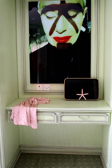 Manon, aus der Serie Hotel Dolores, 2009 / 2010FotografieCourtesy die Künstlerin©ProLitteris, Zürich