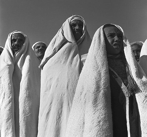 Ré Soupault - Abreise der Pilger nach MekkaTunis 1939© 2011 Nachlass Ré Soupault / VG Bild-Kunst Bonn