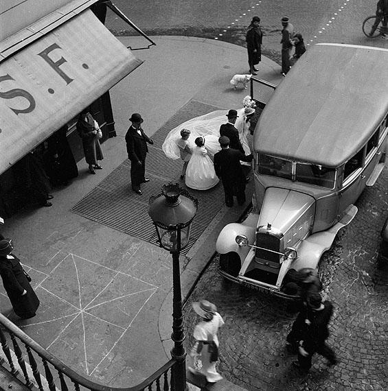 Ré Soupault - Hochzeit, Paris, 1934© 2011 Nachlass Ré Soupault / VG Bild-Kunst Bonn