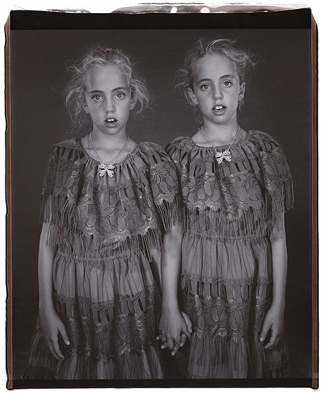 Mary Ellen Mark, TWINS 2002. Heather and Kelsey Dietrick, 7 years old,