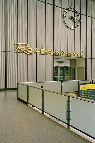 Restaurant I, C-Print, 133 x 200 cm