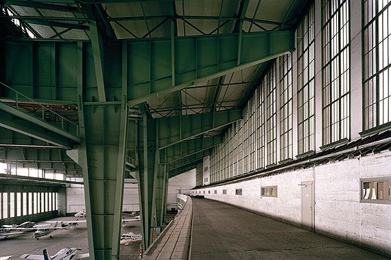 Hangar I, C-Print, 45 x 30 cm