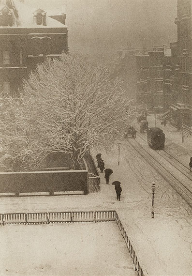 Alfred Stieglitz (1864-1946)Snapshop from my window, New York, (Volume XX)Silver print, 18,5 x 13 cm without frame, 55 x 45 x 3 cm with frameEdition number unknown© BONO 2011
