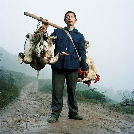 © Mathias Braschler & Monika Fischer: Sung Ronshan, Chicken and Duckdealer, Bijionhan 2007
