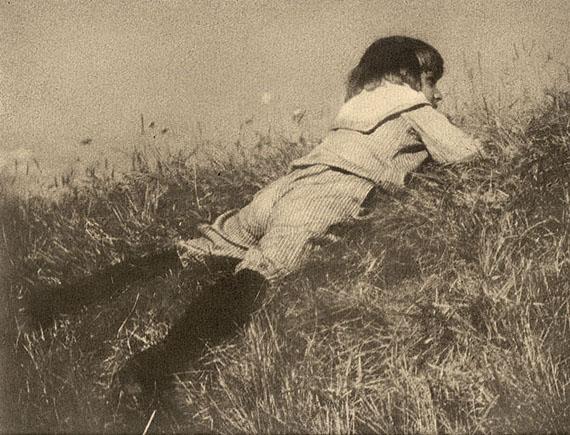 Heinrich Kühn, Hans im Gras, Tyrol 1905, Pigment transfer printCourtesy GALERIE JOHANNES FABER, Wien