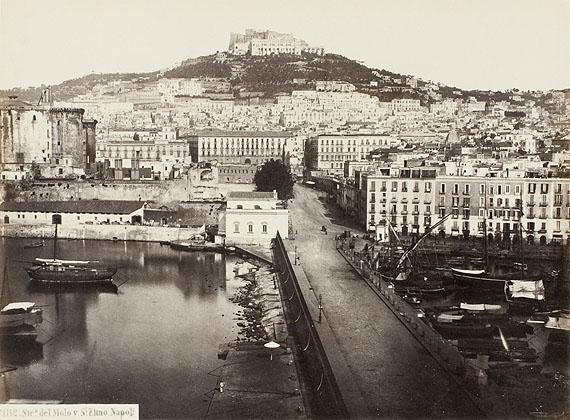 Giorgio Sommer: Neapel, Hafen und Burg St. Elmo, 1883Die Photographische Sammlung/ SK Stiftung Kultur, Köln