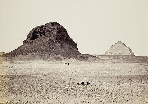 Francis Frith: Dahshur, Pyramiden von Osten, um 1857Museum Ludwig, Köln, Fotografische Sammlung (Sammlung Lebeck)