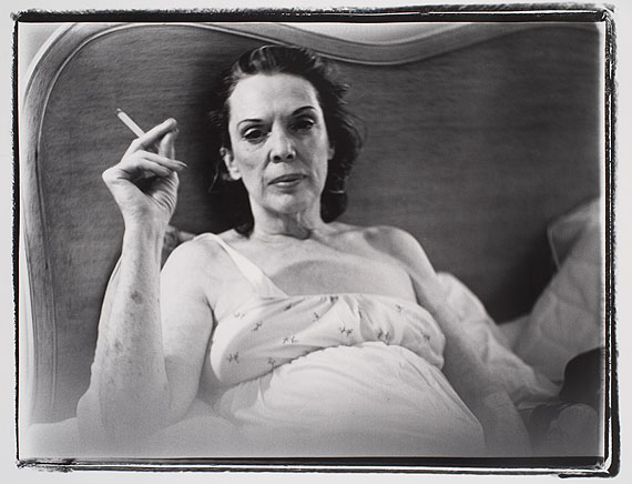 Coral Ridge Towers (Mom Smoking), 1969 Black-and-white-photograph 76 x 101 cm © Marilyn Minter. Courtesy Salon 94, New York