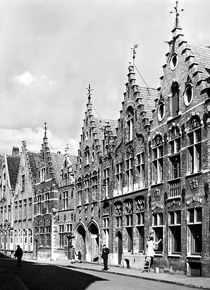 Alfred Ehrhardt © bpkBrügge, Giebelhäuser, 1941Vintage, Gelatinesilberabzug24 x 18 cm