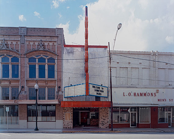 Alec Soth, Grand Twin Cinema, Paris, Texas, 2006
