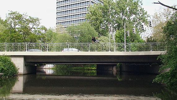 Sebastian Stumpf, Still aus der in Braunschweig entstandenen Videoarbeit Brücken, 2010