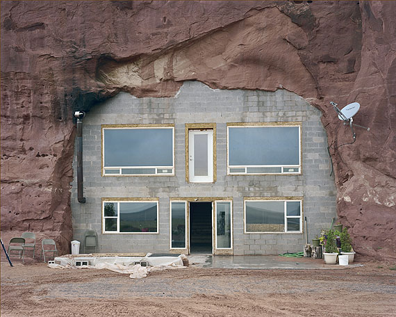 Alec Soth2008_08zL0238b (cave home, front)2008archival pigment print, diptych81,3cm x  101,6cmCourtesy Loock Galerie, Berlin