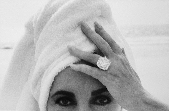 Herb Ritts, Elizabeth Taylor, Malibu, 1991, © Herb Ritts Foundation, courtesy of Hamiltons
