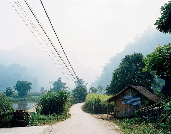 "Hans-Christian Schink, Ba Be (1), 2005, Serie ""Vietnam""© Hans-Christian Schink, courtesy Galerie Rothamel Erfurt/Frankfurt a.M. und Galerie Kicken Berlin"