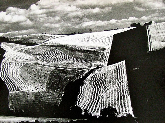 Metamorphosis of the land, 1968 © Rita Giacomelli, Archivio Mario Giacomelli –Sassoferrato