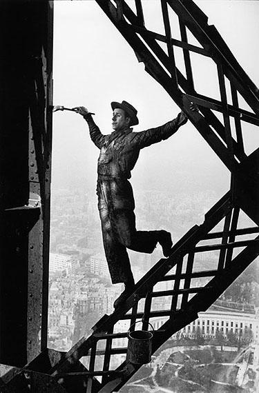 Tour Eiffel, Paris, 1953Silver gelatin print size : 20-24 inch