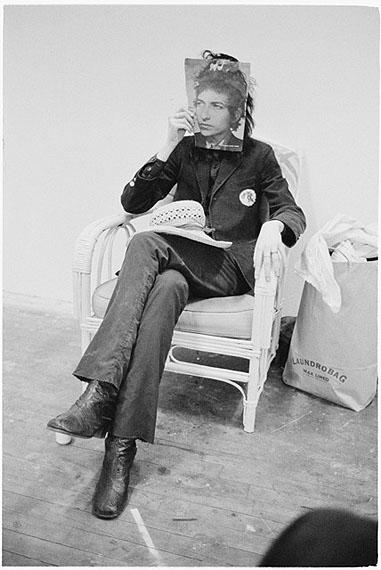 JUDY LINN, Laundrobag (Patti as Bob Dylan), 1970, silver gelatine printCourtesy: the artist/ WTC Hamburg and Feature Inc. New York