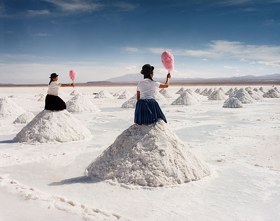 Sweating Sweethearts 2From the series: Salt Works, Bolivia, 2004Courtesy Vous Etes Ici, AmsterdamCourtesy Michael Hoppen, London / Londen© Scarlett Hooft Graafland