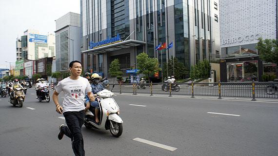 Jun NGUYEN-HATSUSHIBA Breathing is Free: JAPAN, Hopes & Recovery 2011Photo: Nguyen Tuan Dat / Nguyen Ton Hung TruongCourtesy the artist and Mizuma Art Gallery