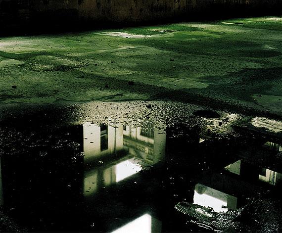 """Éric Aupol © Éric Aupol / Courtesy Galerie Polaris, Paris N° 1, series """"Sans Titre – Bercy"""", 2001, C-print, 85 x 100 cm"""