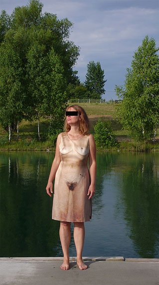 "Tina Bara, Alba D´Urbanoaus: ""Covergirl/Wespen-Akte: Re-Flection I"" 2010/11, 75x50cm"