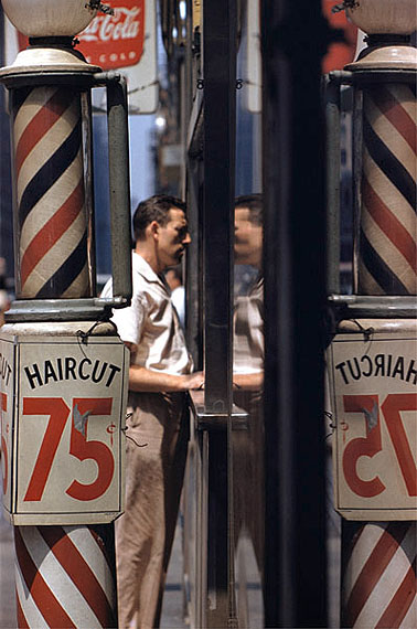 Saul Leiter, Haircut, 1956. © Saul Leiter, Courtesy Howard Greenberg Gallery, New York