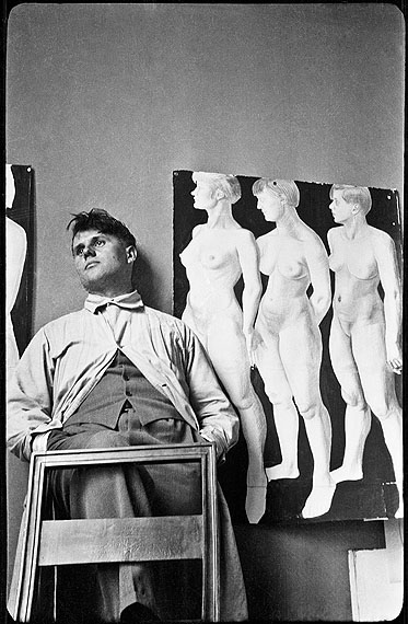 "Hilde HubbuchKarl Hubbuch in front of his aquarelle ""Three Models"", post-1926Münchner Stadtmuseum© Karl Hubbuch Foundation, Freiburg"