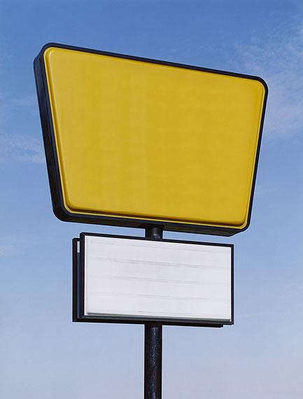 Josef Schulz, Serie SIGNOUT, gelb-weiss, 2009, C-Print/Diasec, 131,5x100cm