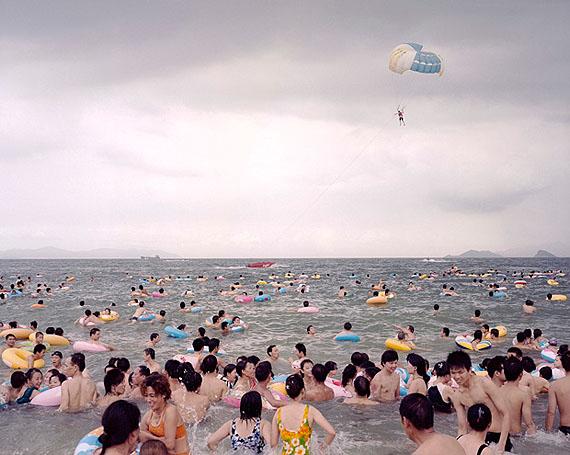 Xiao ZHANGCoastlineLaureat 2011 du prix HSBC pour la PhotographieNofound Photofair: Courtesy Troika Editions,Londonwww.troikaeditions.co.ukParis Photo: Courtesy Galerie Le Réverbère, Lyonwww.galerielereverbere.com