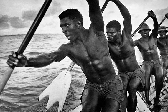 Marc RiboudDockers of Accra, Port of Accra, Ghana, 1960© Marc Riboud / Courtesy Polka Galerie.