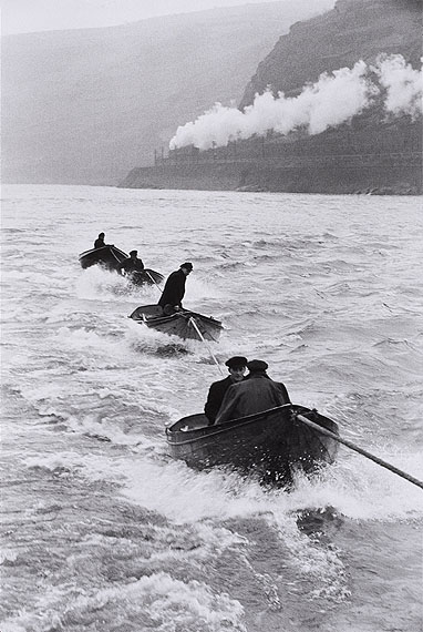 Lot 92Henri Cartier-BressonAuf dem Rhein. 1956Gelatin silver print, printed later. 45 x 30 cm (50 x 40 cm)Estimate € 5 000,-