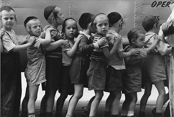 1954, NYC/Hassidic kids line up for the bus © Leonard Freed/Magnum Photos/Courtesy °CLAIR Gallery