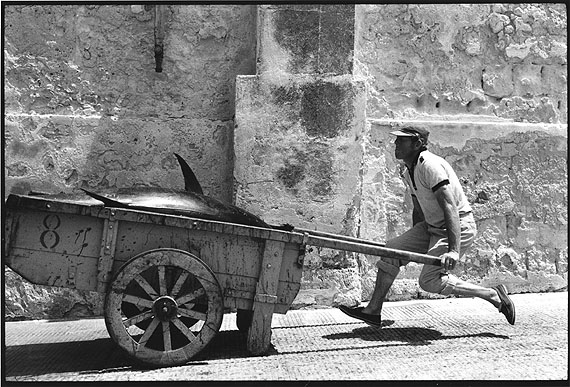 1975, Sicily © Leonard Freed/Magnum Photos/Courtesy °CLAIR Gallery