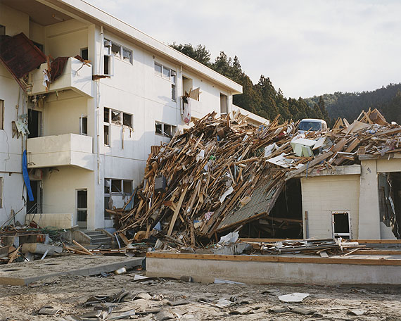 © Naoya HatakeyamaRikuzentakata, Kesen Junior high school 2011.04.03courtesy the artist