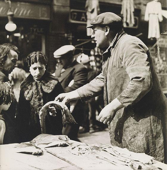 László Moholy-Nagy, Pick me out two soft roes (Fishmarket, Brixton), 1935/36