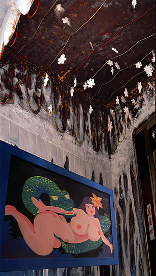 Wong Wo Bik, Beauty and Snow, Lai Yuen Amusement Park, Hong Kong, 1997, Fine art inkjet print, 172 x 96 cm (Edition of 5) / 120 x 68 cm (Edition of 8). (Image courtesy of the artist and Blindspot Gallery)