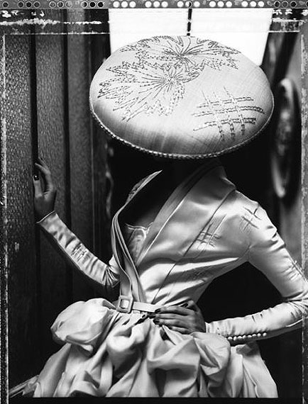 La fille en plâtre VIII, Dior Collection Summer 2007, Paris, 2009Gelatin silver printLarge, edition of 10, 72 3/4 x 53 1/8 in.Medium, edition of 10, 51 x 35 1/4 in.Small, edition of 10, 23 5/8 x 19 3/4 in.© Cathleen Naundorf, courtesy of Hamiltons Gallery