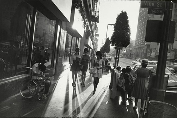 Garry Winogrand (1928-1984)Los Angeles, California, 1969Gelatin silver print (pre 1984)21.8 x 32.8 cm (image)On permanent loan from Siemens AG, Munich, to the Sammlung Moderne Kunst since 2003© Estate of Garry Winogrand