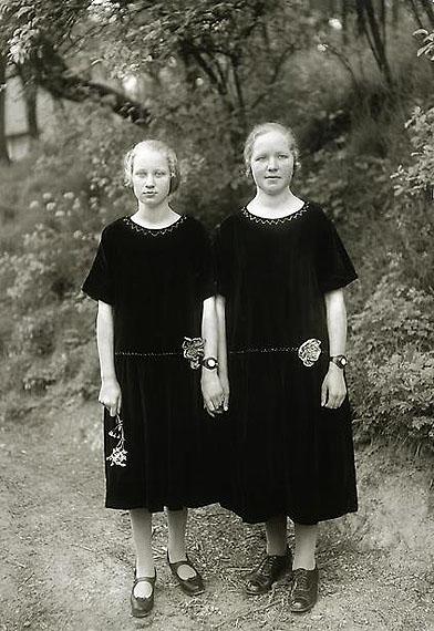 Country Girls, 1925© SK-Stiftung Kultur - August Sander Archiv / VG-Bild Kunst, Bonn