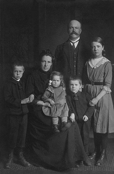 August Sander: Familie, um 1912 / Family, c. 1912© Die Photographische Sammlung/SK Stiftung Kultur – August Sander Archiv, Köln; VG Bild-Kunst, Bonn, 2012