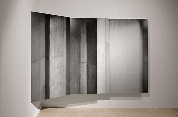 "Aitor Ortiz, ""Modular Mod (010 + 011 + 012)"", 2002, Installation, Fotografie auf Aluminium, 190 x 300 cm, Edition 4,2,5/5, courtesy Nusser & Baumgart, München ©Aitor Ortiz"