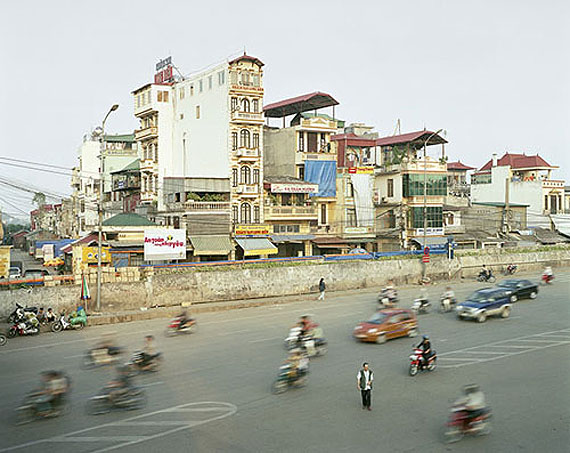 "Peter Bialobrzeski   ""Hanoi, 2007"" aus der Serie ""The Raw and the Cooked"""