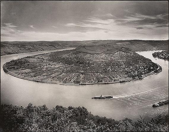 August Sander, Der Rhein bei Boppard/Osterspey, 1938. Gelatinesilberabzug frühe 1950er Jahre. 22,9 x 29,3 cmSchätzpreis € 8.000