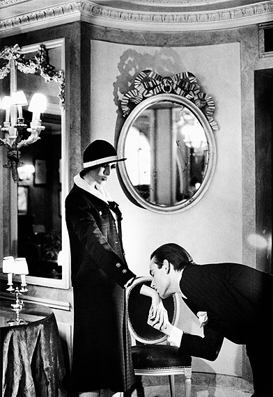 Helmut NewtonAt Maxim´sfrom the series Sleepless NightsParis 1978© Helmut Newton Estate