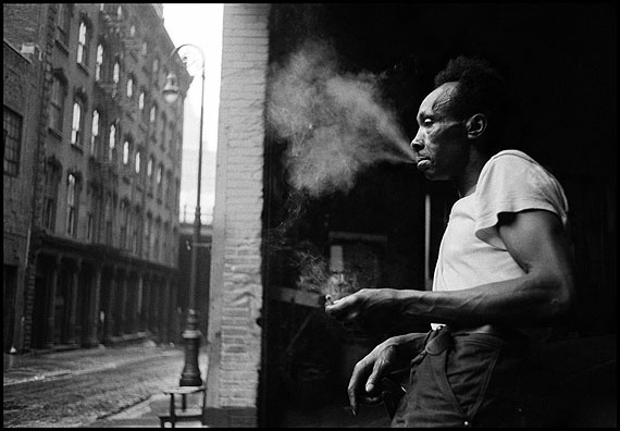 New York City. 1955. Under the Brooklyn Bridge © Erich Hartmann/Magnum Photos