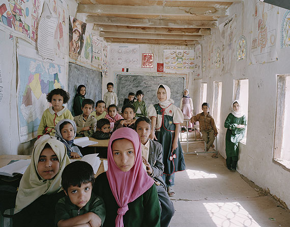 Al Ishraq School, Akamat Al Me'gab, Manakha District, Yemen. Mixed Primary Class (Year 1 to 6), General Revision. May 15th, 2007© Julian Germain