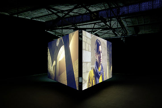 Clemens von Wedemeyer,Muster (Rushes), 2012, synchronized 3 channel HD film installation, colour, sound, 3 screens 280x500 cm, 3x27 min. Commissioned and produced by Documenta (13) with support of ZDF 3Sat; Kadist Art Foundation, Paris; Medienboard Berlin Brandenburg; Nordmedia, Hannover; Hessische Filmförderung HR, Frankfurt a.M.; Galerie Jocelyn Wolff, Paris. By courtesy of Clemens von Wedemeyer. Foto: Henrik Stromberg.